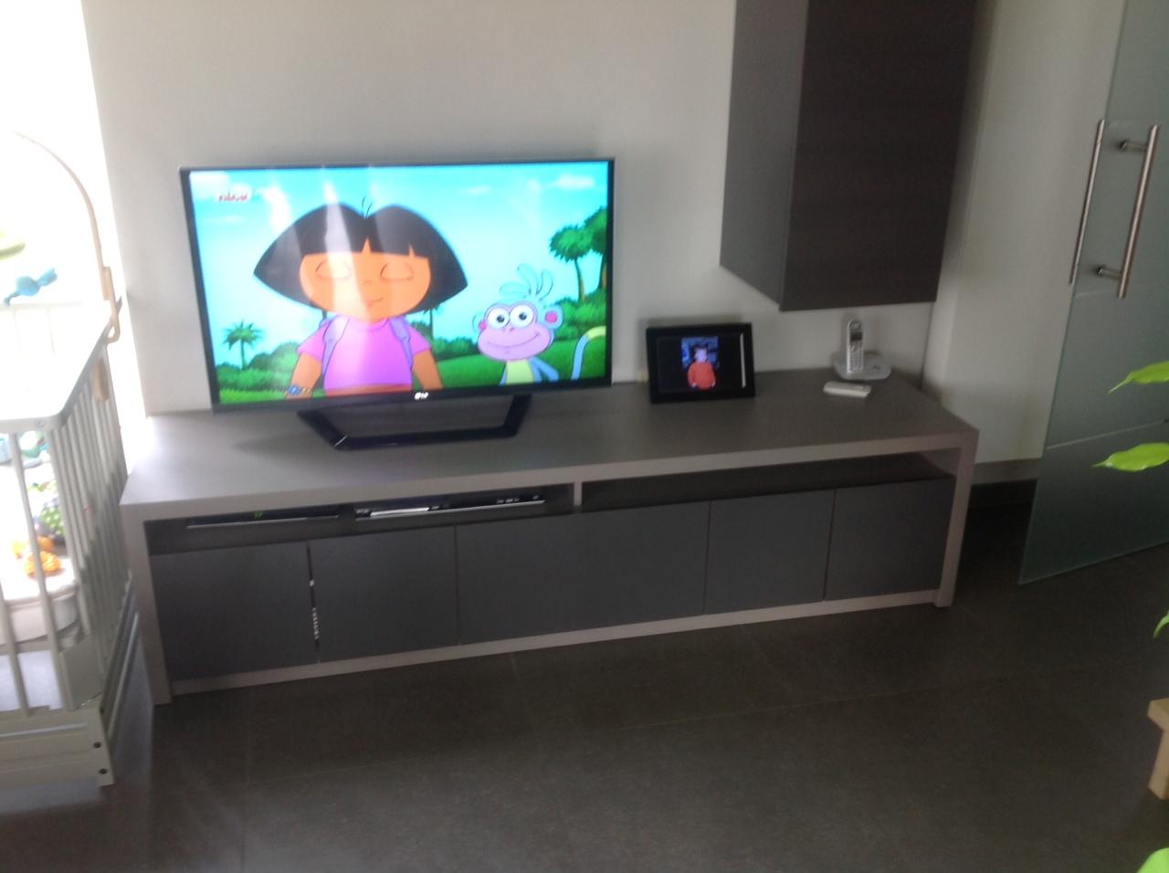 Woonkamer Hangkasten : Tafels, stoelen, hangkasten, speciaal meubilair ...